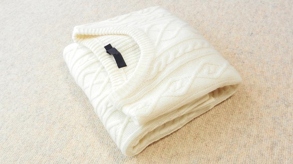 セーターたたみ方 三つ折り