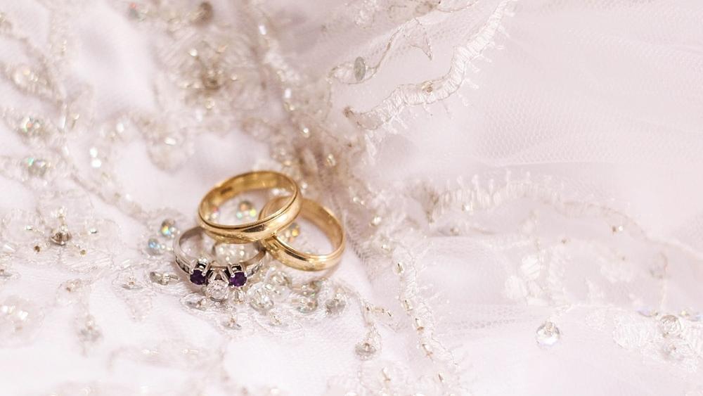 ウェディングドレス 指輪