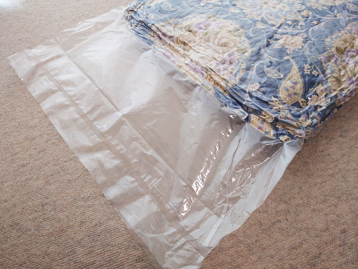 クリーニングモンスター 布団の宅配クリーニング クリーニング後 掛け布団 圧縮袋 開封 状態確認1