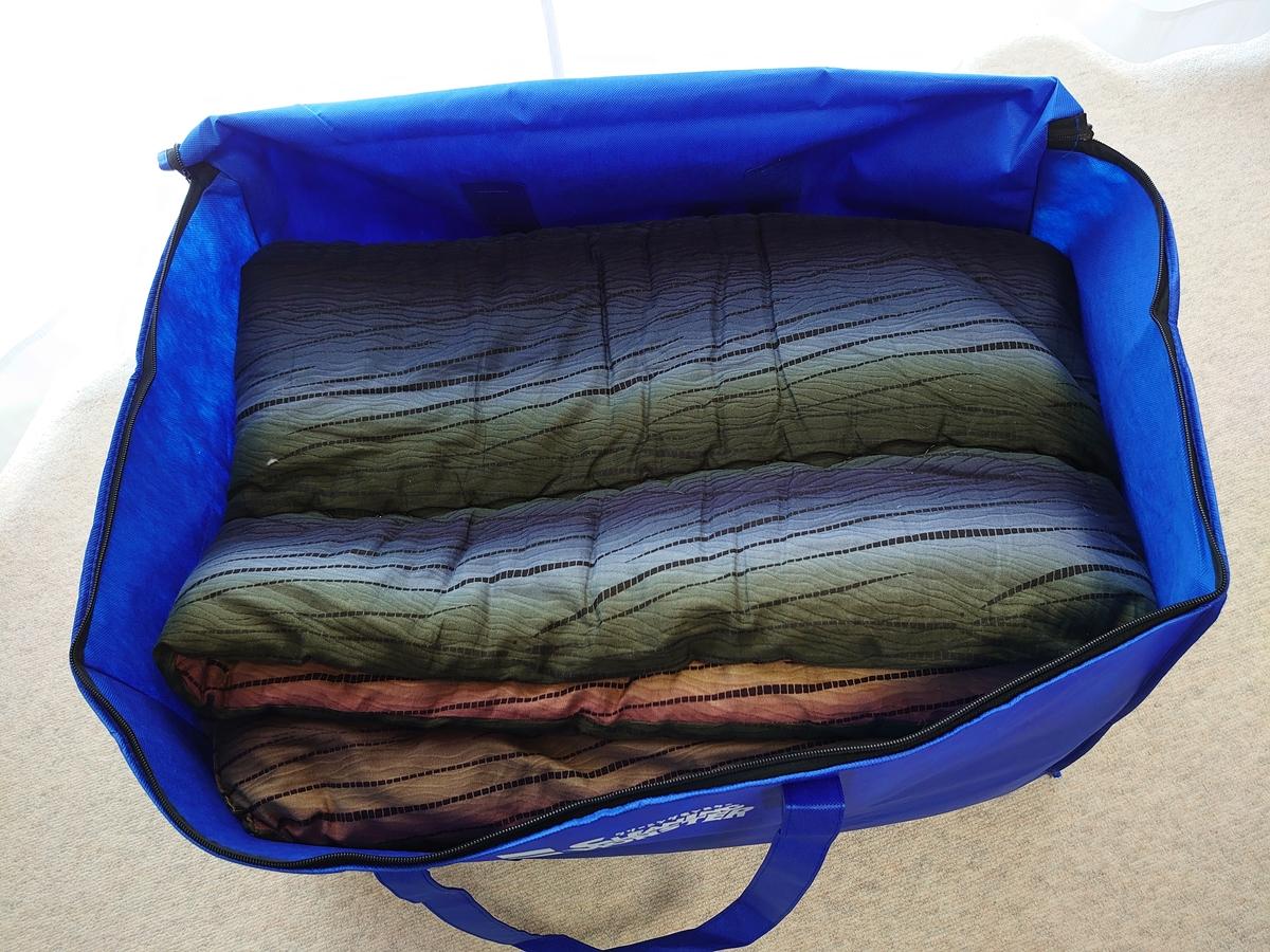クリーニングモンスター 布団の宅配クリーニング 掛け布団 こたつ布団 集荷バッグに入れる1
